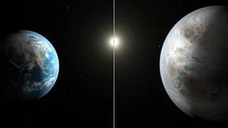مقارنة بين كوكب كبلر 452 بي ( يمين ) مع كوكب الأرض ( يسار ) م