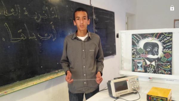 الثانوية التاهيلية أيت باها : المتعلم الحسين أوحيين اثناء تقيديم المشروع : الفيزياء للجميع