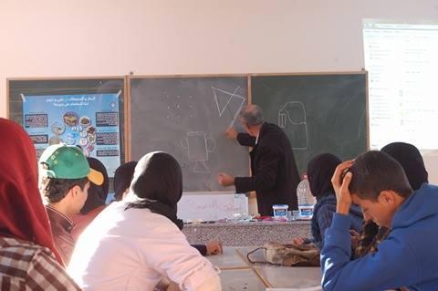 الاستاذ اختار أثناء تقديم الورشة لتلاميذ الثانوية التاهيلية ايت باها