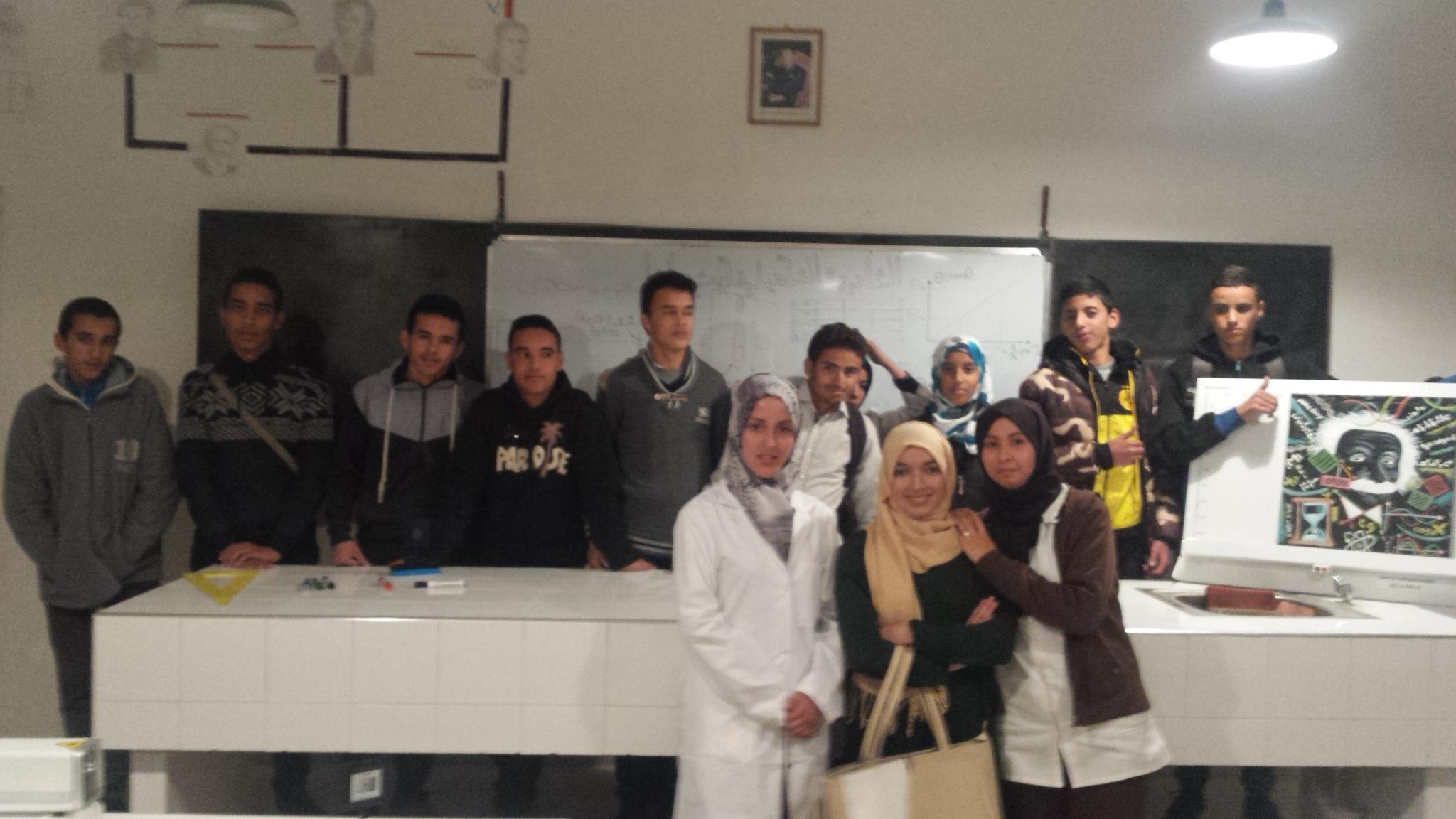 صورة جماعية لتلاميذ الثانوية التاهيلية ايت  باها المشاركين قي مشروع الفيزياء للجميع  chtoukaphysique