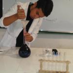 تجربة 2 : تحضير محلول من برمنغنات البوتاسيوم ذي تركيز معين عن طريق الذوبان