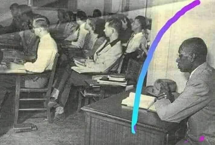 اليكم قصةمثيرة ل جورج ماكلورين الذي كان يجلس بعيدا عن زملائه بسبب العنصرية الامريكية