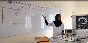 تفعيلا للرؤية الاستراتجية 2030- 2015 ، النادي العلمي يواصل مشروعه ''الفيزياء للجميع'' لفائدة تلاميذ الثانوية ايت باها
